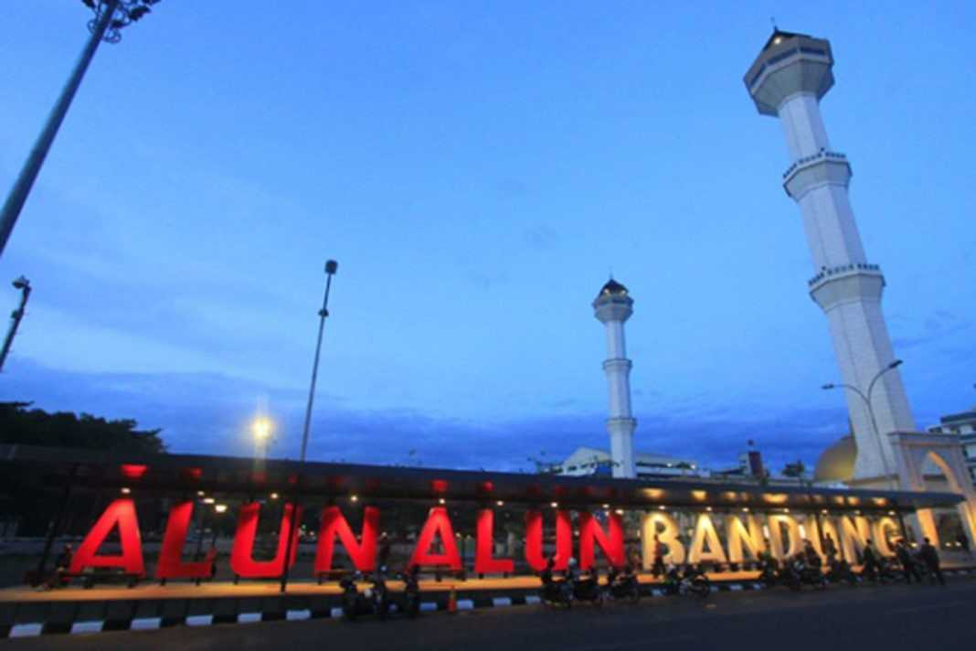 Alun Alun kota Bandung — SERUJI