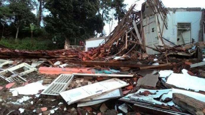Bangunan SMP Cianjur Ambruk