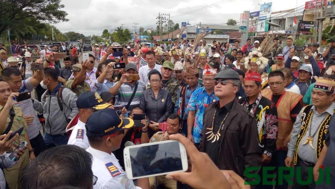 Demo di bandara di Malinau