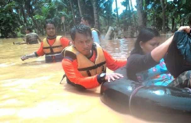 Relawan PKS evakuasi korban banjir Pacitan