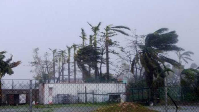 Badai tropis