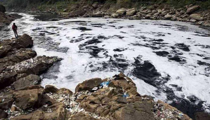 Limbah di Sungai Citarum