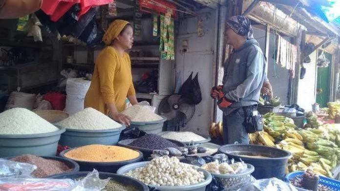 Pedagang beras ketan.