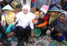 Khofifah Sapa Nelayan