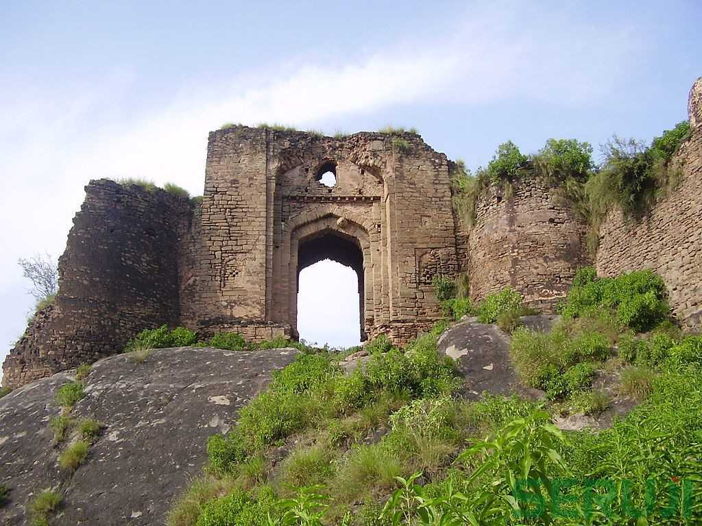 1024px-Gate_of_Pharwala_Fort_toward_the_Swaan_stream