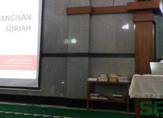 Presentasi Mustofa B Nahrawardaya