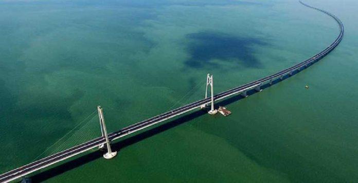Jembatan atas laut terpanjang